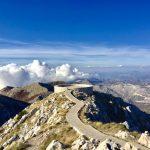 9 Orte in Montenegro, an denen du das Buch beiseite legen solltest